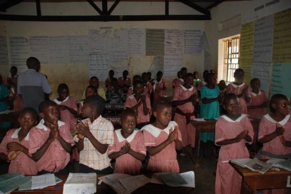 Alumnos de la escuela de Buyomy en el distrito de Bwindi
